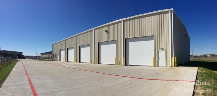 For Lease | 11,250 SF on ±1.84 AC in Southwest Houston